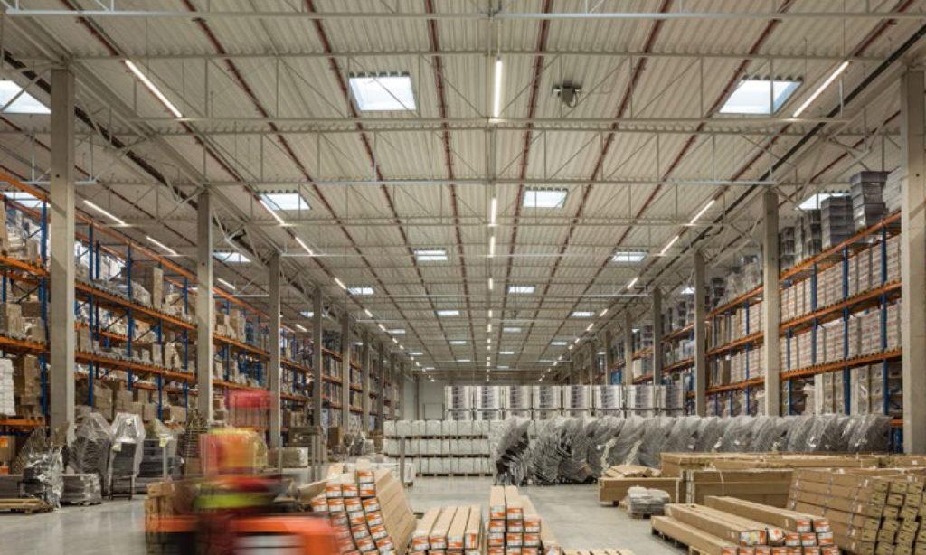 Projektowanie oświetlenia w technologii LED w halach magazynowych wysokiego składowania