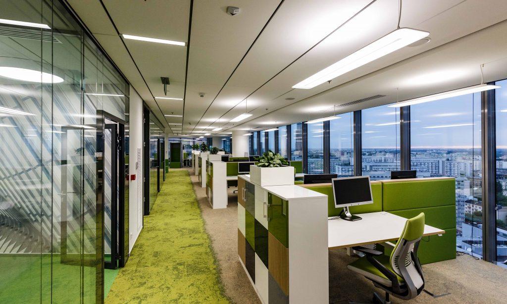 Ultranowoczesny biurowiec  z oświetleniem LED
