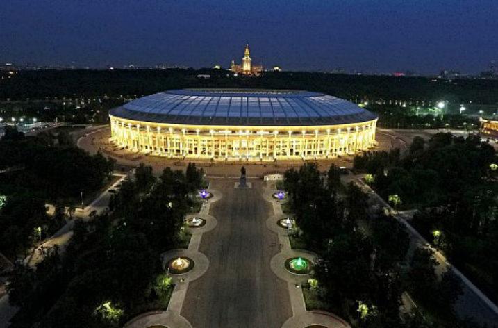 Inteligentne sterowanie zapewniające właściwe oświetlenie stadionu