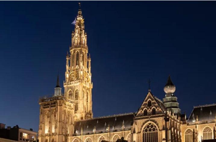 Nowe oświetlenie katedry Matki Bożej w Antwerpii