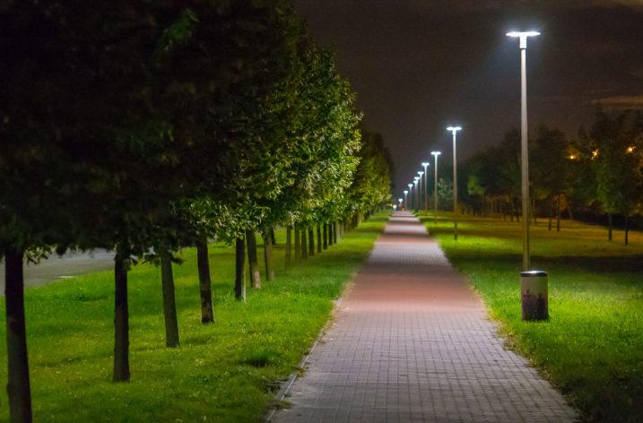 Rekordowe ceny energii uderzają w samorządy. Wymiana oświetlenia na LED może być na to sposobem