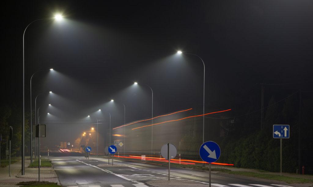 Wielkopolska stawia na inteligentne oświetlenie drogowe