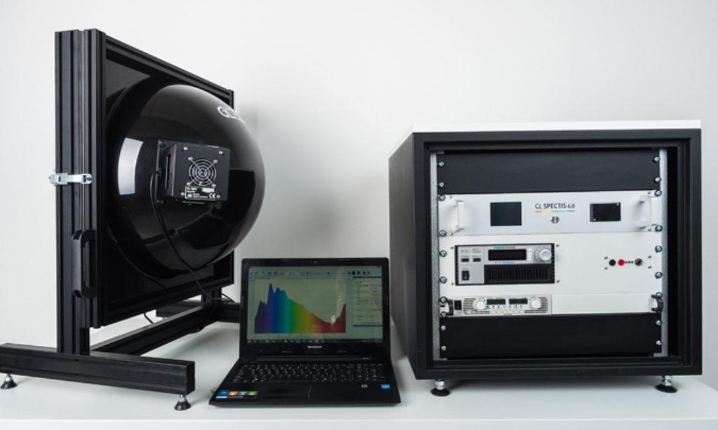 Nowoczesne laboratorium fotometryczne – wybór systemu z kulą całkującą