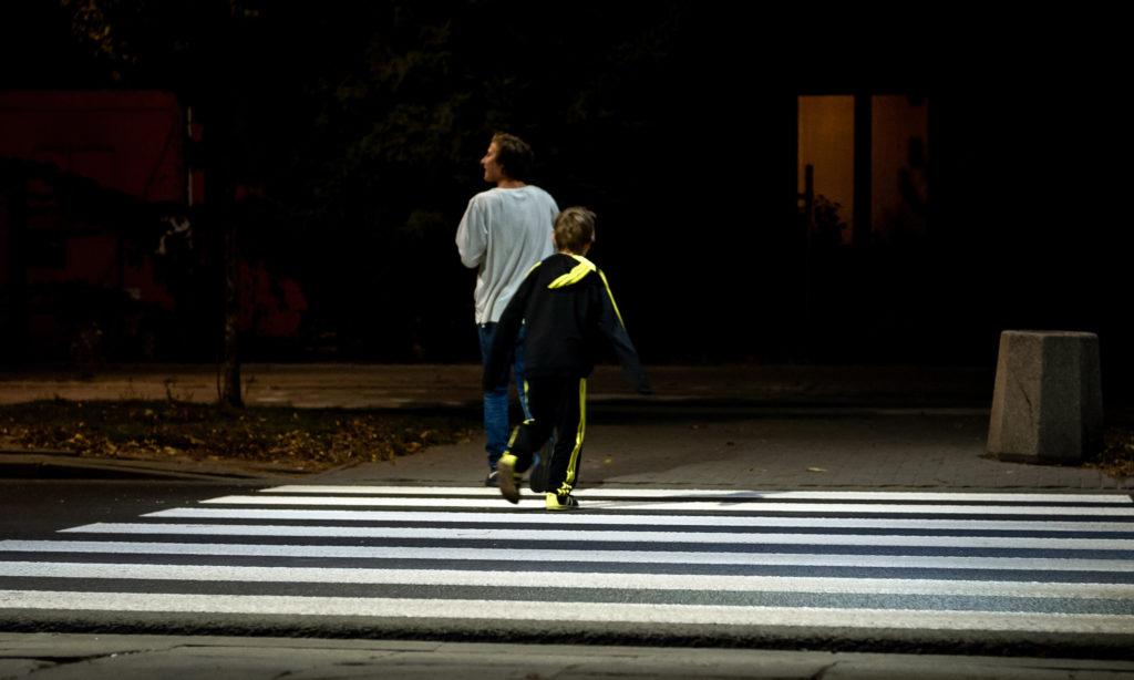 Kolejny przetarg na oświetlenie przejść dla pieszych w Warszawie