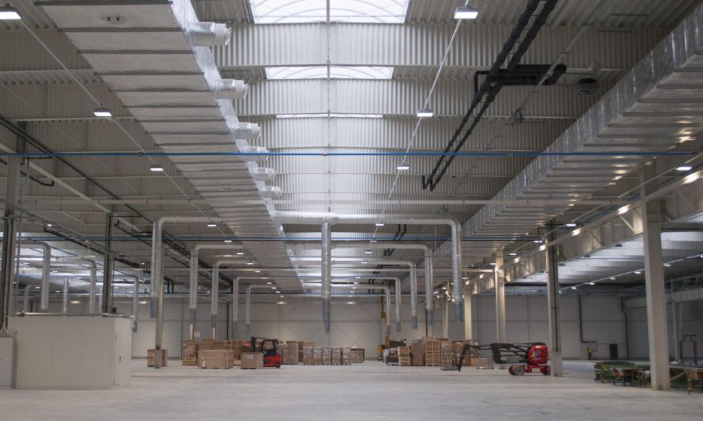 Zaawansowane systemy oświetleniowe w zakładzie produkcyjnym
