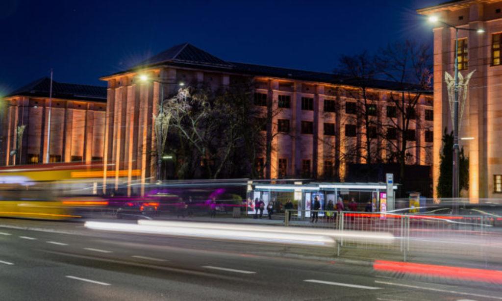 Warszawa testuje sterowanie oprawami ulicznymi za pomocą GSM