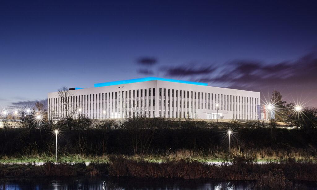 Superenergooszczędna iluminacja budynku