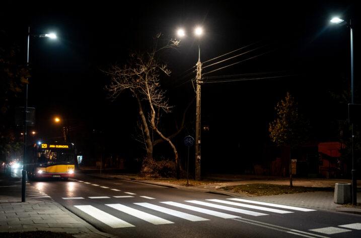 Warszawski ZDM będzie kontynuował doświetlanie przejść dla pieszych